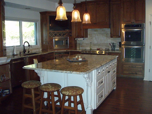 Granite.Best colors for Cherry and Cream painted mixed kitchen