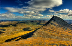 Pltsan in daylight (Rob Orthen) Tags: autumn sky mountain fall clouds suomi finland landscape nikon rocks europe d70 sweden hiking august bluesky rob lapland sverige scandinavia hdr maisema lappi syksy thenorth hugin vaellus ruotsi tunturi photomatix elokuu orthen bratanesque pltsan roborthenphotography paltsan keltainenmaa