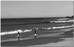 On the Beach (*Kicki*) Tags: africa travel girls people bw seascape beach water monochrome strand photoshop landscape southafrica wasser waves monotone ps adventure safari cc creativecommons afrika 2008 vatten portelizabeth monocrome vgor svartvitt kicki shongololo shongololoexpress flickor sydafrika goldstaraward svenskaamatrfotografer greattrainadventures httpwwwshongololocom kh67