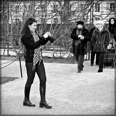 Confrontation (Frank van de Loo) Tags: vienna wien woman holland girl beautiful beauty lady geotagged austria oostenrijk sterreich nice pretty candid thenetherlands streetscene babe belle streetphoto elegant viena vrouw vienne autriche wenen | shootershot haveaniceday moglie sterrike candidphotography streetpicture vouyer streetpic fnfhaus xxxxxxxxxxxxxxxxxxxxxxxxxxxxxxxxxx xxxxxxxxxxxxxxxxxxxxxxxxxxxxxxxxxxx schlosschnbrunn ifyoulikepleaseleaveanote frankvandeloo evennotifideservethem pleasenobannersorawards thanksforvisitingmysi