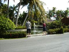 Bilder aus der Anlage (Günter Hentschel) Tags: meer urlaub punta freunde puntacana atlantik palmen karibik islasaona domrep dominikanischerebublik sonnesand