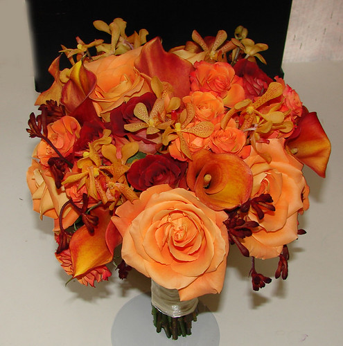 Late Summer Wedding Flowers Many brides chose their colors in accordance to