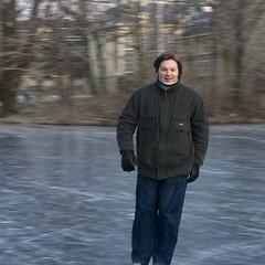 mijn schatje op schaatsen :) (Marloes ^_^) Tags: winter ice denhaag thehague hofvijver vijver ijs schaatsen binnenhof icescating