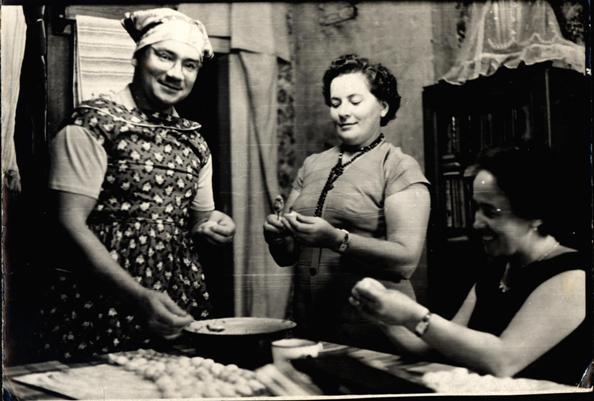 Лето 1959. Подготовка к обеду в доме Петровых