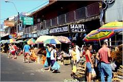 Feira livre em rodovia (se.shira) Tags: feira mercado lojas comercio paraguai guardasol ambulante duetos