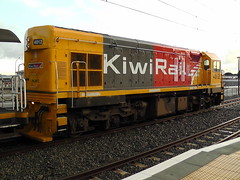 DC4012 at Paraparaumu (Raurimu_Spiral) Tags: dc scenic rail railway trail toll locomotive kiwi overlander paraparaumu 4012 tranz kiwirail dc4012