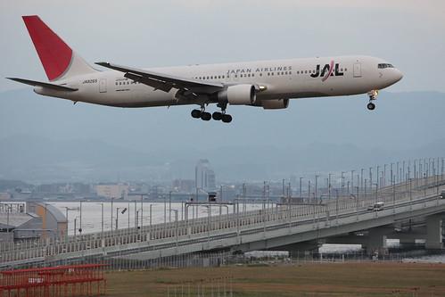 JAL's B767-300ER @RJBB