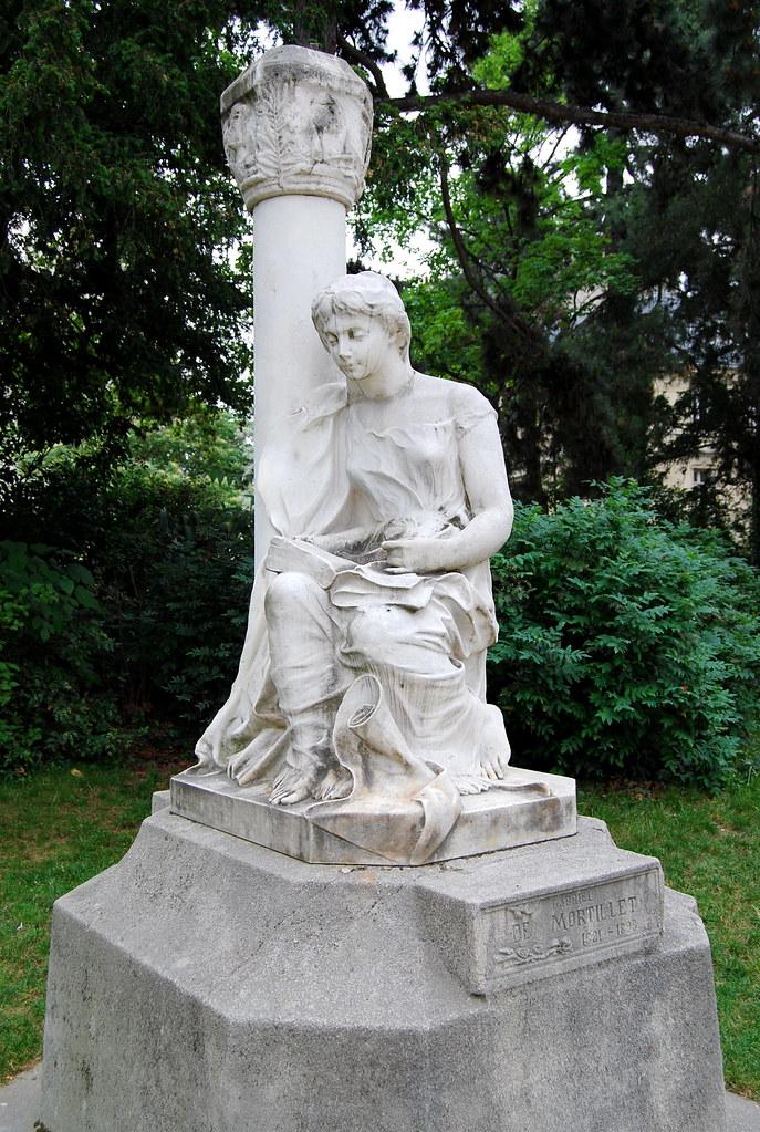 Statue dédiée à Gabriel de Mortillet