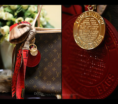 Hot LV  (Doue ) Tags: red roses white scarf canon bag 50mm 100mm lv louisvuitton 400d bagskeyholder