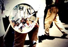 el reflejo de los inconformes (Kokosmeli) Tags: city mexico df ciudad stadt mexiko marcha distritofederal pemex dflickr kokosmeli dflickr270408 encontraprivatizacion