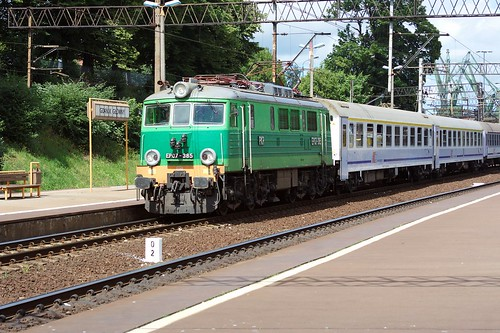 EP07-385 of Polish State Railways (PKP) arrives at Gdansk Glowny 4 July 2008