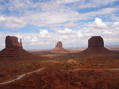 Monument Valley (Benoit Branco) Tags: usa monument rock valley monumentvalley mittens buttes
