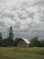 Approaching Storm (siskokid) Tags: storm wisconsin clouds barn saxon blueribbonwinner abigfave theunforgettablepictures goldstaraward worldwidelandscapes unlimitedphotos highway122 qualitypixels wisconsinthunderstorms