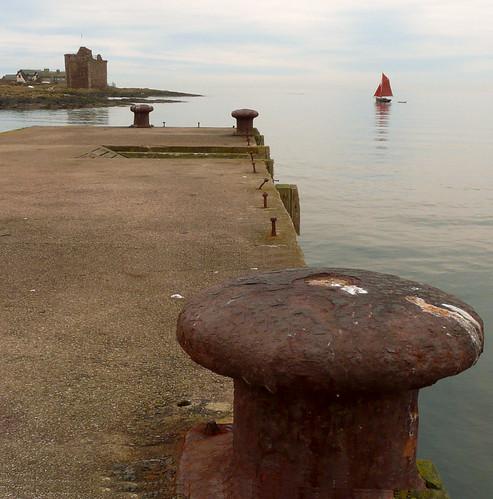 Portencross pier and castle 25Dec08