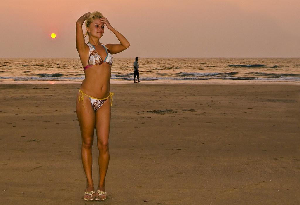 Naked girls on tye beach