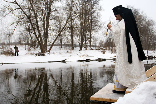 Epiphany bathing in New Jerusalem's monastery. Священник освящает воду в реке, трехкратным опусканием в нее креста. Water consecration ceremony. The priest consecrates water in the river.
