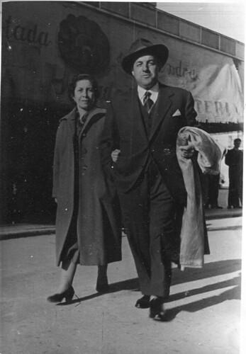 Sr Rafel Cros i senyora passejant per Banyoles