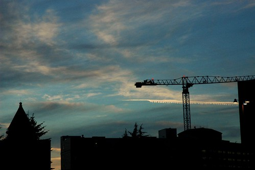 Jet Stream Above Seattle Crane Building Like Crazy - things that go boom!~