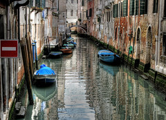 onewaystreet (Alex Erber) Tags: blue venice italy water reflections boats italia venezia hdr daintree canale onewaystreet blueribbonwinner platinumphoto cameradeourobrasil aplusphoto diamondcl