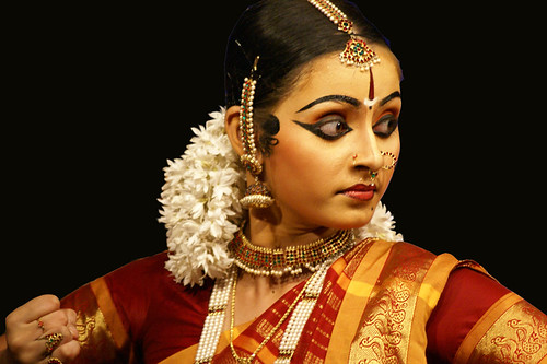 bharatanatyam hair style 2012 lakshmi academy powered by nexus infoway 8134