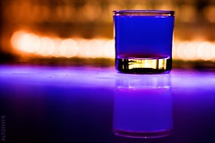 50.000 VISITAS !!! (alfonstr) Tags: barcelona blue reflection glass azul canon reflex drink restaurante tasty celebration alcohol views reflejo got mm blau 50 barra vaso 50000 visitas bebida celebracin alfons chupito gtic beguda 40d ltytr1 alfonstr
