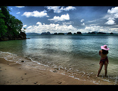 Adieu Ko Yao (! .  Angela Lobefaro . !) Tags: trip travel blue sea vacation sky holiday seascape green ice water pool girl beautiful hat clouds reflections landscape island boat bravo asia nuvole mare chica gorgeous dream bleu hut ciel illusion bikini cielo iceberg lovely nuages 2008 menina fille thailandia mdchen krabi meisje italians ragazza  andaman andamansea phangnga flicka maedchen amazingthailand   koyaonoi illusione sigma1020  kohyao xti koyao eos400d  holidaysvacanzeurlaub angiereal maxgreco angelalobefaro angelamlobefaro tourismthailand goldenvisions  massimilianogreco travellingaroundthailand vacanzethailandia angelamlobefarothailand