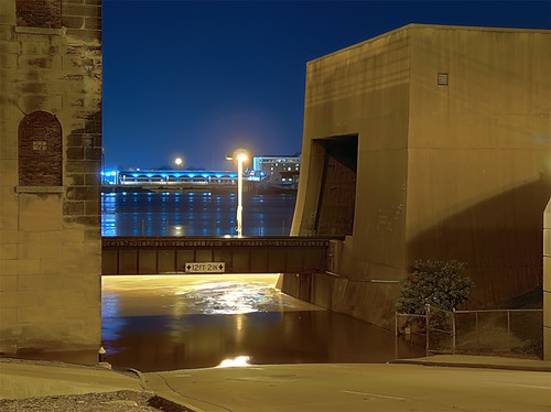 Laclede's Landing, in Saint Louis, Missouri, USA - floodwall