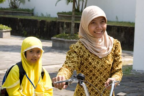 印尼 快樂的媽媽跟女兒