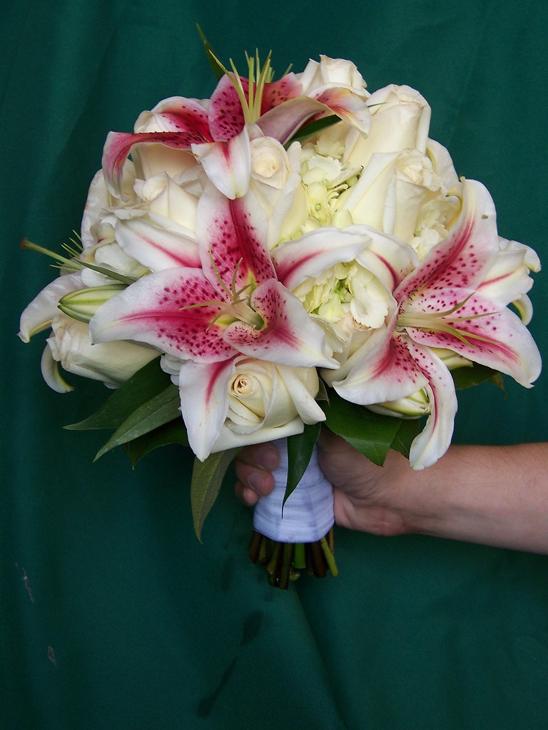 Simple Lily Bridal Bouquet : Pink lily bridal bouquet associated cut