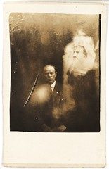 A clergyman and two spirits (National Media Museum) Tags: portrait man photo spirit ghost moustache multipleexposure photograph mysterious psychic extra espectro fantasma fraud espirito subtle  sepiatoned arthurconandoyle spiritualism spiritphotograph nationalmediamuseum telequinesia fotomedium escotografia magnetizador lunacornea