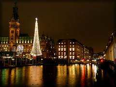 Merry Chrismas (elbfoto) Tags: light reflection germany weihnachten colours nightshot hamburg spiegelung chrismas elbfoto natureselegantshots