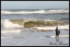 Ivan intimidado (Ander Menaut) Tags: spain espaa pais vasco euskadi euskal herria basque country water ura agua playa wave ola ondarreta borrasca diciembre 2007 bodyboard tabla