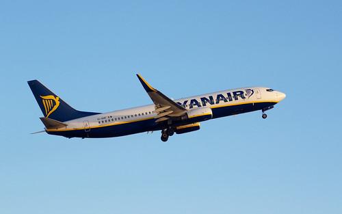 Ryanair B737-800 EI-DHF