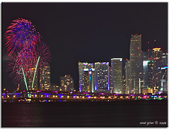 Happy New Year 2009 (iCamPix.Net) Tags: rainbow fireworks explore fav favourite 2009 i195 happynewyear mostviewed cs4 downtownmiami gameshows canonef70200mmf28lisusm lightdecorations mostwatched juliaturtlecauseway cannoneos1dsmarkiii icampixtechnologyleveli miamifireworks