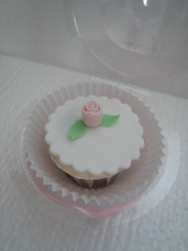 Flower wedding cupcakes9