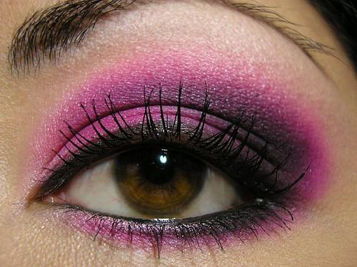 fuşya pembe mor göz makyajı uygulaması