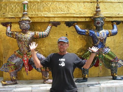 Arno in een ongewone pose in Wat Kheo