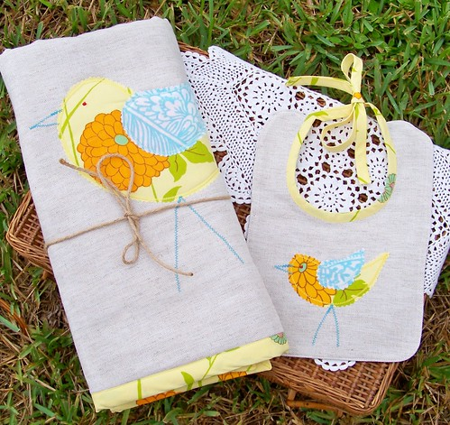 Bird Blanket & Bib Set by you.