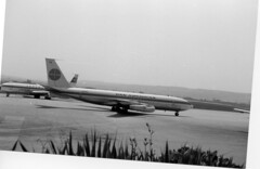 PanAm, Boeing 707, Stuttgart (tedesco57) Tags: blackandwhite bw germany am airport stuttgart aircraft 1967 pan flughafen schwarzweiss propeller turboprop panamerican boeing707 flugzeuge badenwuerttemberg echterdingen