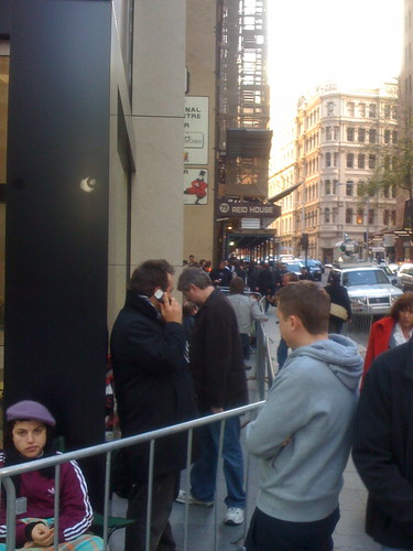 Second part of the queue at the Sydney Apple Store opening.
