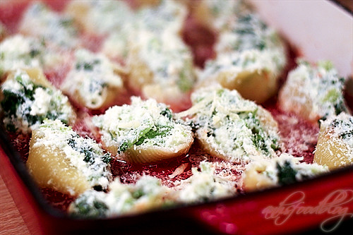 Stuffed pasta with Mustard Cabbage, Cheese and Tomato Sauce