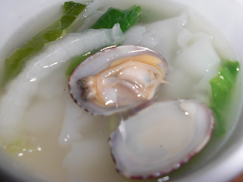 Ho fun clam soup.jpg