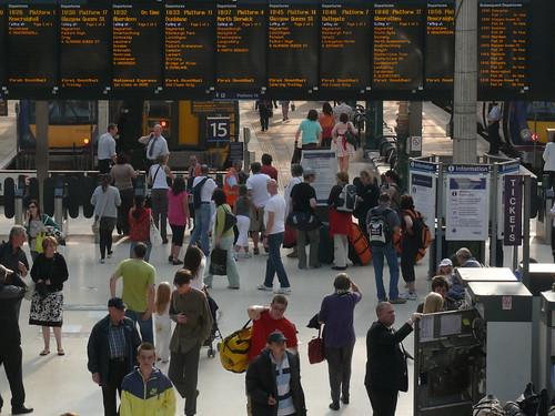 Waverley Station, en Edinburgh, por shimgray en Flickr