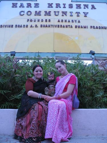 Krishna Mangala, Visakha Anjali, Bhaktine Angela por  NityanandaChandra.
