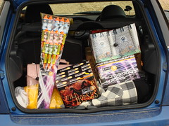EpicFireworks - GOOD SET OF FIREWORKS FOR A GUY FAWKES PARTY (EpicFireworks) Tags: display fireworks firework showroom diwali pyro 13g epic pyrotechnics