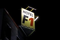 F1 (Rutger Blom) Tags: public sign germany logo deutschland lights hotel evening europa europe f1 lamps avond brand formula1 tyskland afton bord duitsland skylt merk lampen hotell ljus lichten kväll märke lampor kvll mrke boardm osterholzbremen