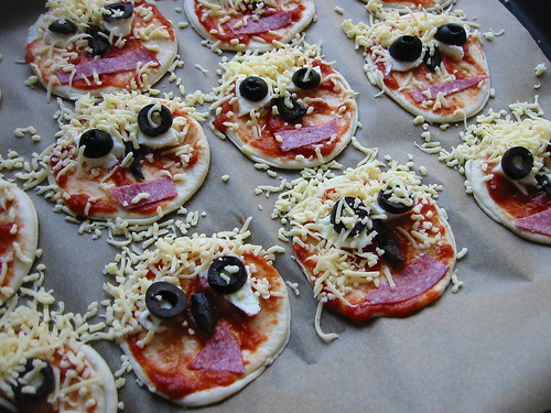 mini pizza's.JPG