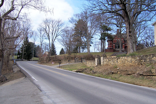 Curve to the Fairmount House