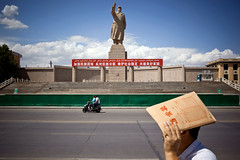 Kashgar - China (yanseiler) Tags: china travel statue canon asia east communist mao kashgar chairman kashi chine turkestan ouïgour ouygour ouigou