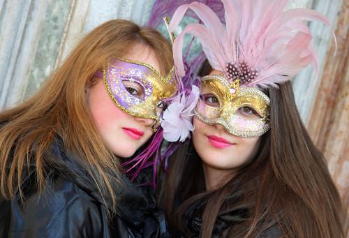 Idee e suggerimenti per creare 5 maschere di Carnevale davvero originali